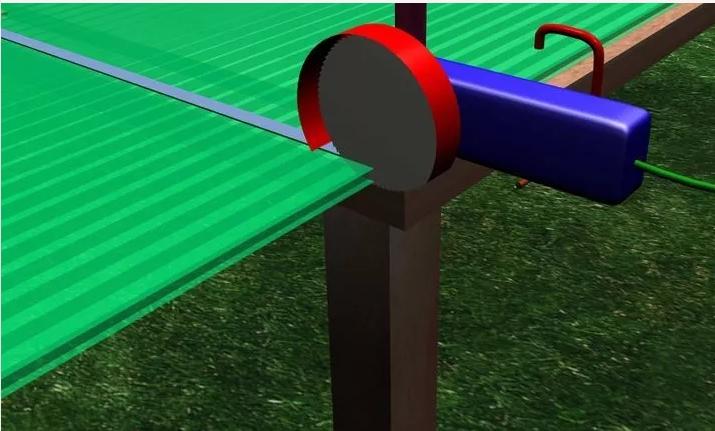 Начало резки поликарбоната с помощью угловой шлифовальной машины