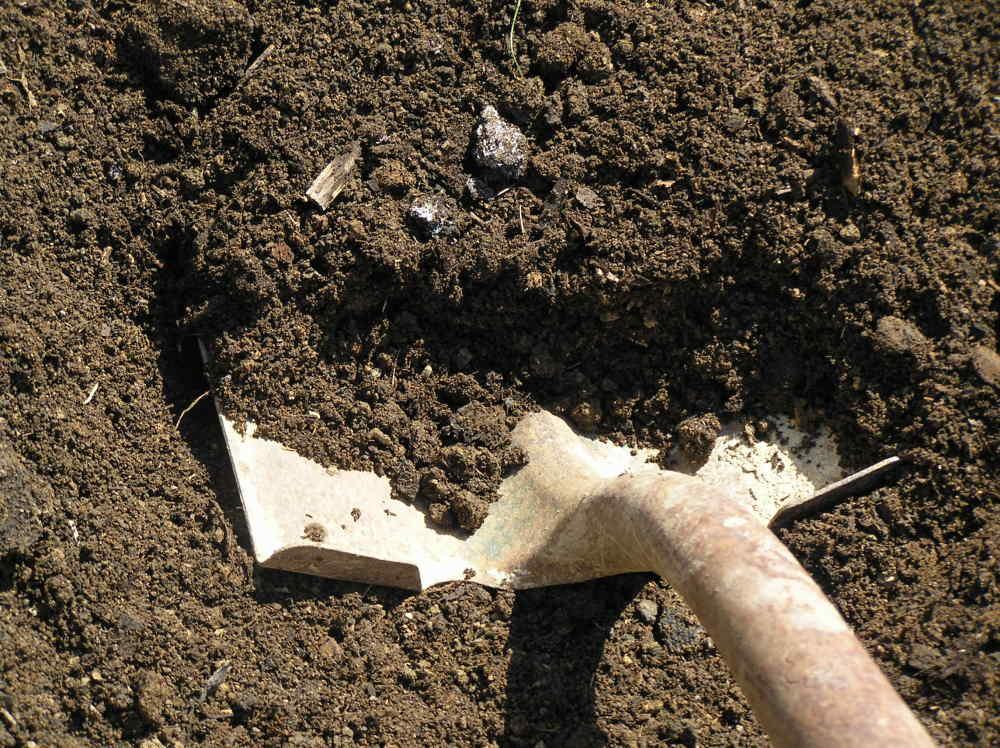 Часто состояние почвы улучшают полной ее заменой