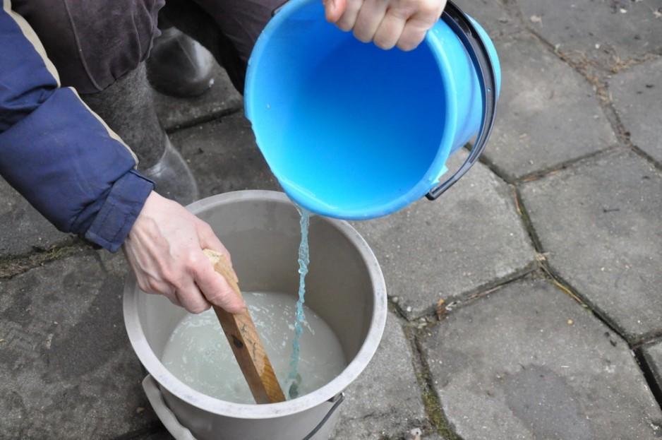 Приготовление раствора медного купороса для обработки почвы
