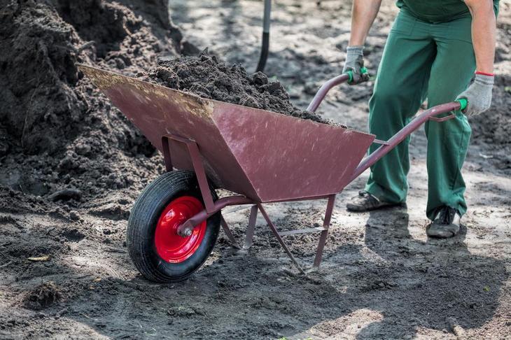 Замена верхнего слоя почвы