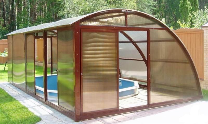 Беседка дачная из поликарбоната с бассейном