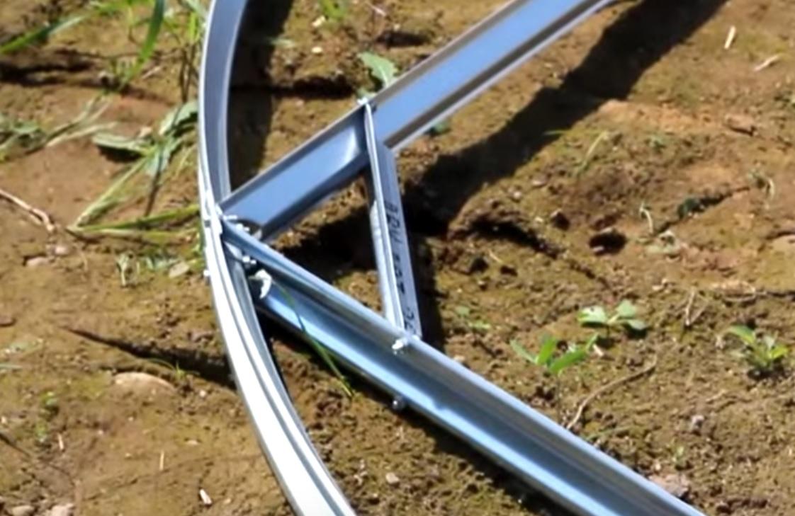 Крепление силовой дуги к углу соединения подкоса и горизонтальной стяжки