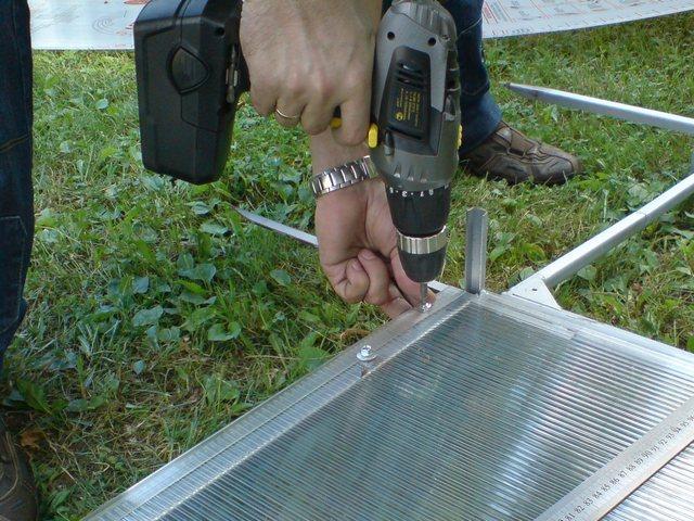 Монтаж поликарбоната к металлическому каркасу
