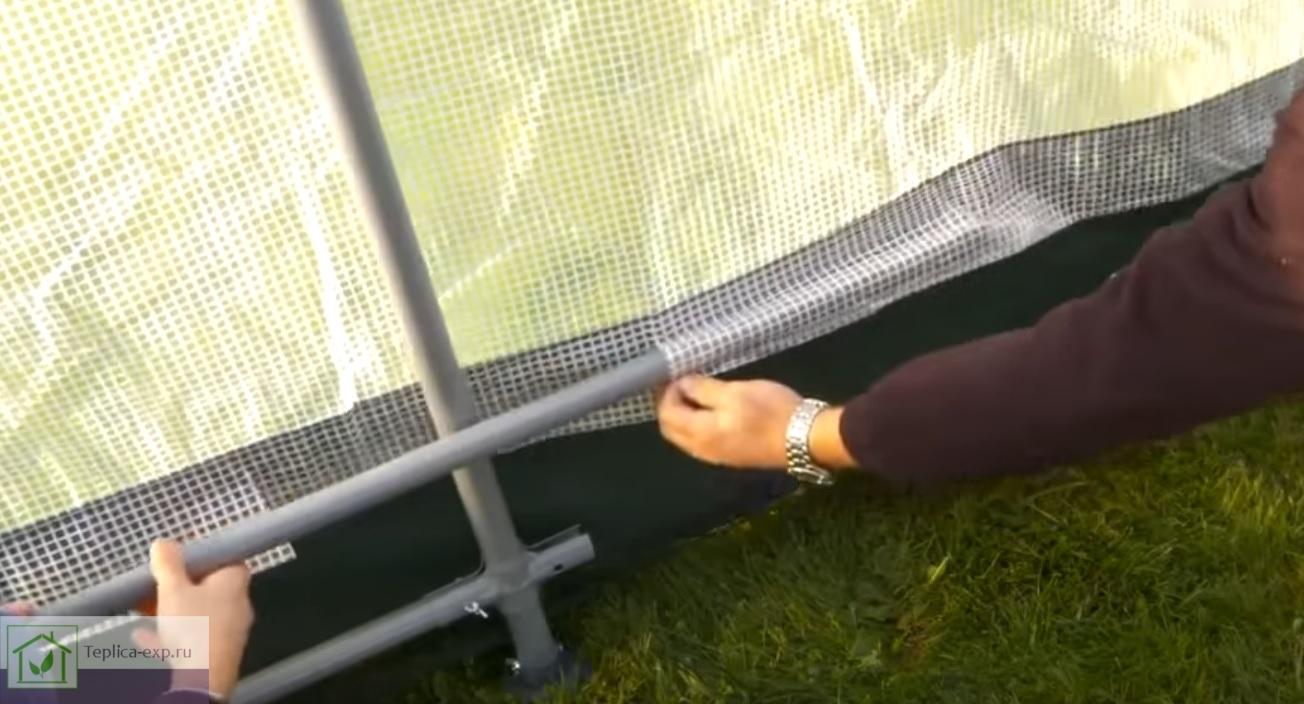 Рейка тента продевается через тканевый рукав