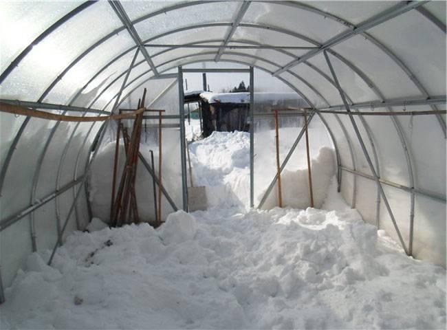 Снег в теплице из поликарбоната