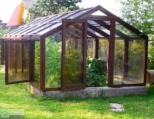 С двухскатной крышей