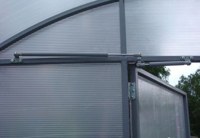 Универсальный автоматический проветриватель теплиц для боковых и купольных форточек