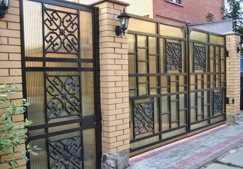 Забор и ворота из профильного поликарбоната