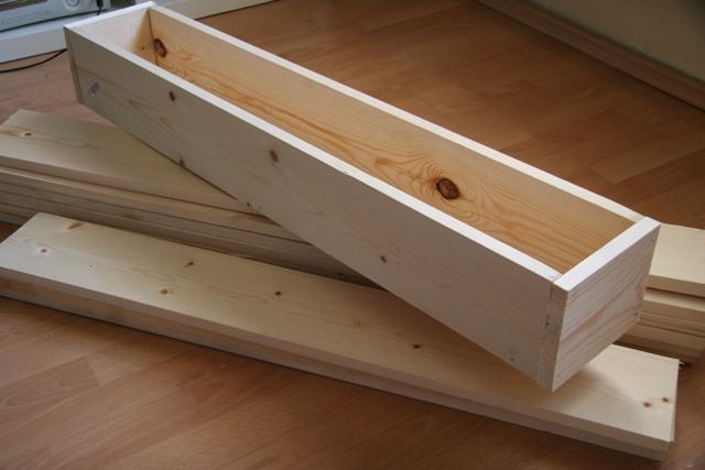 Деревянный ящик под рассаду огурцов