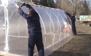 Крепление поликарбоната к стенке теплицы