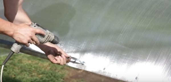 Крепление ручки к откидной крышке