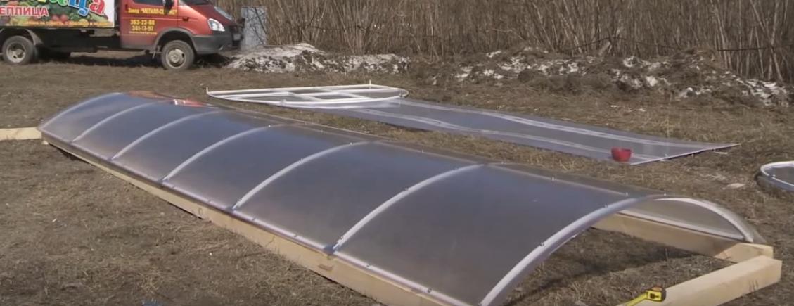 Крыша теплицы «Кормилица-Умница» с полностью закрепленной обшивкой
