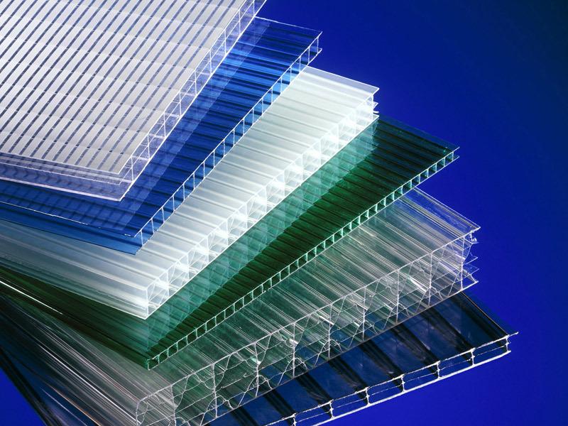 Листы сотового поликарбоната с разной толщиной и структурами ячеек