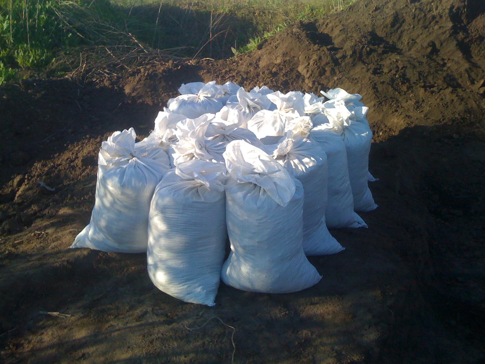 Мешки с почвосмесью оставляют на холоде