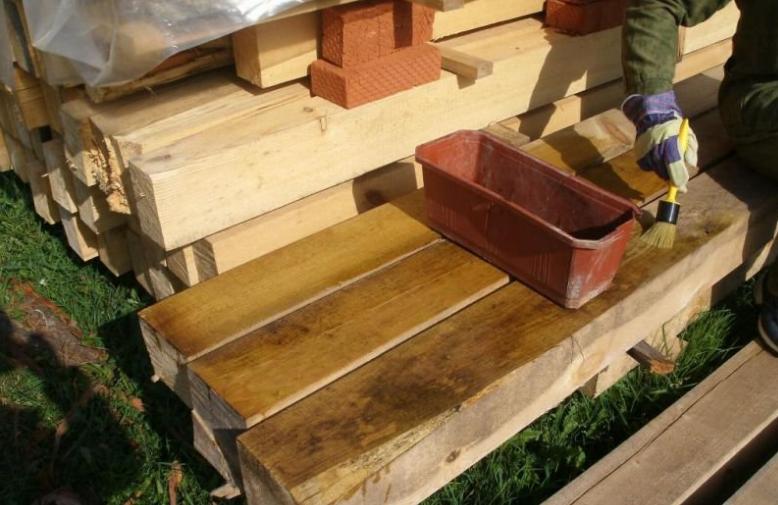 Обработка деревянного бруса антисептиком