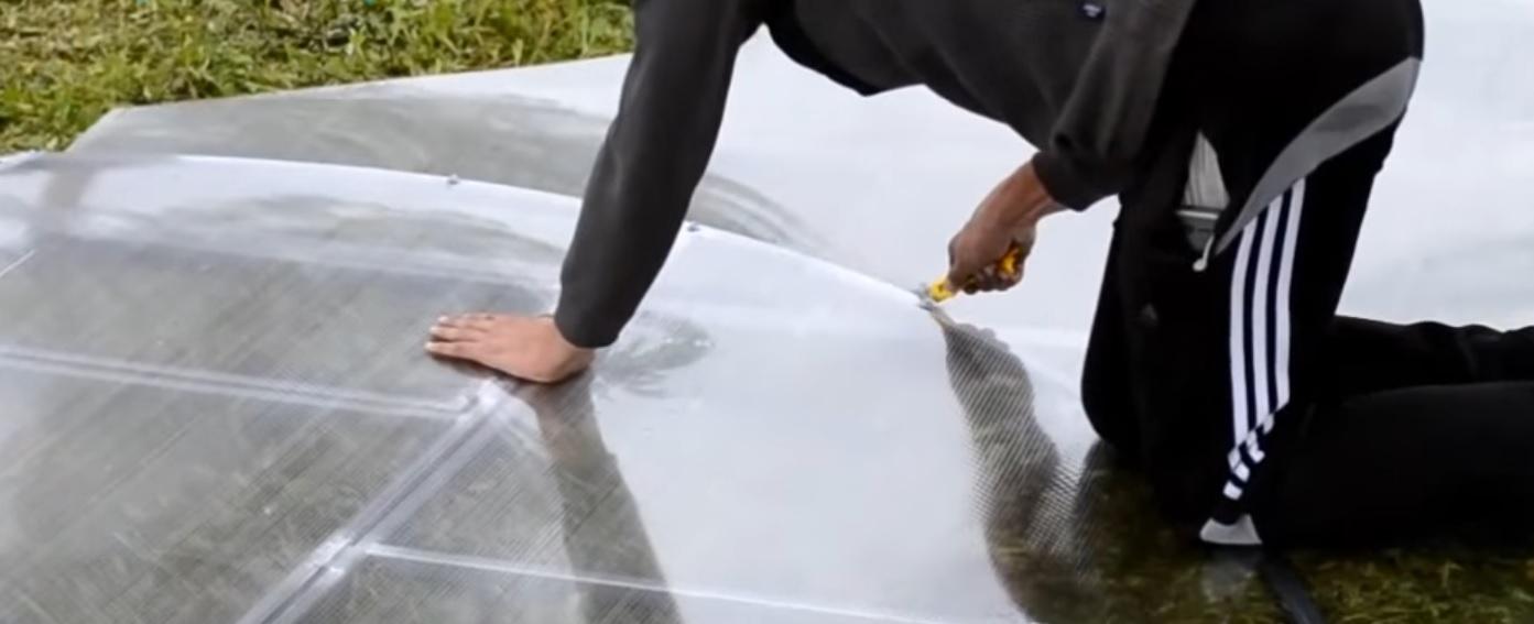 Обрезка поликарбоната строительным ножом