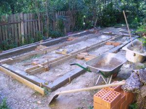 Обустройство бетонного фундамента для теплицы