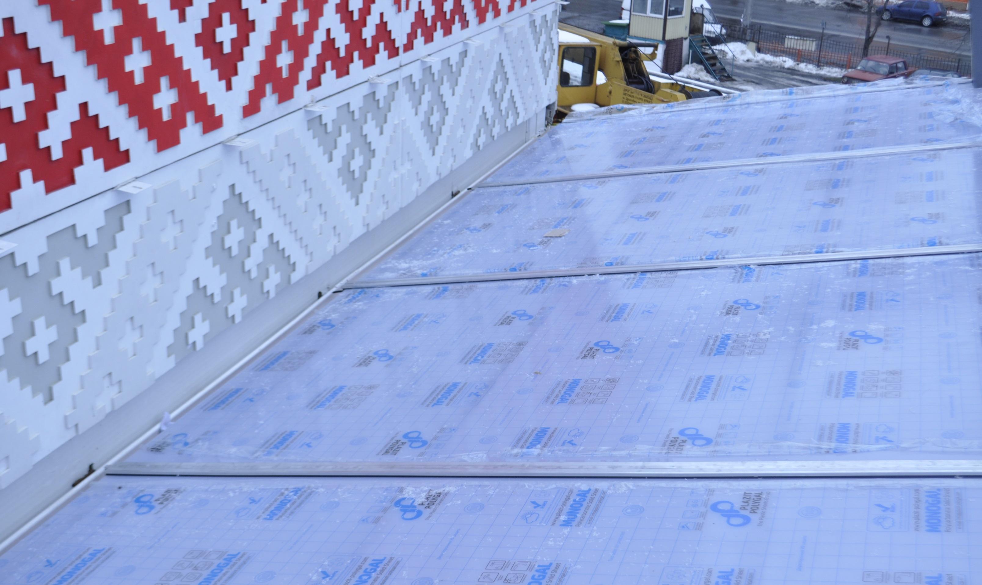 Применение алюминиевого профиля для крепления монолитного поликарбоната