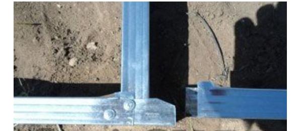 Пример соединения вертикальной стойки и основания из CD-профилей с отгибанием концов