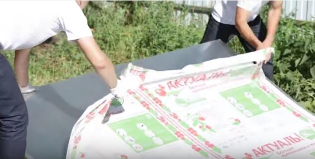 Снятие упаковочной пленки с поликарбоната