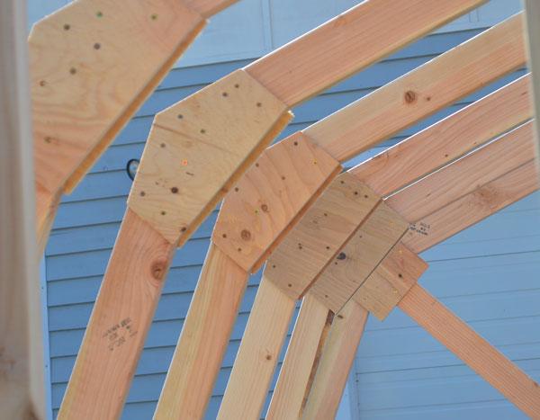 Соединение верхних и нижних стропил с помощью накладок