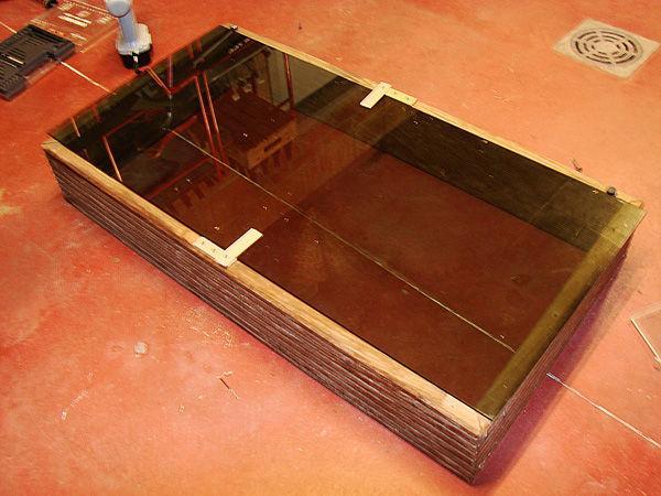 Стекло установлено поверх каркаса