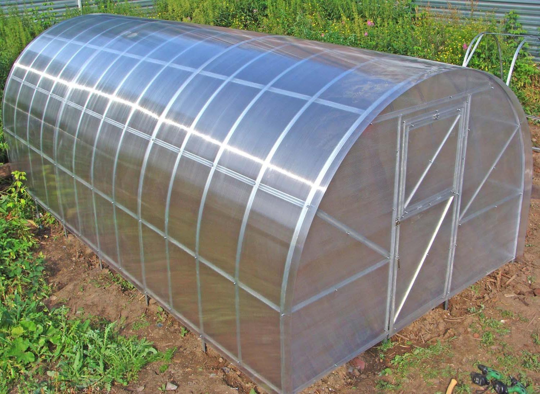 Строительство теплицы на дачном участке своими руками
