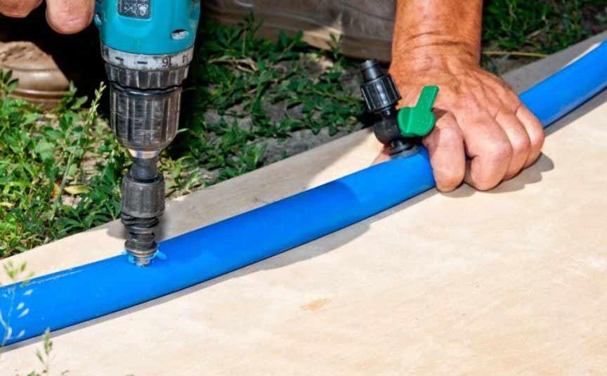 Каждый отдельный шланг или лента для капельного полива должны иметь фитинг с задвижкой для удобства ремонта и обслуживания всей системы