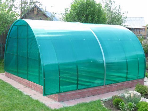 Теплица из зеленого сотового поликарбоната