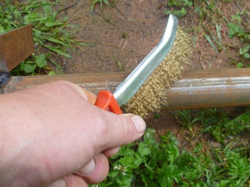Удаление ржавчины металлической щеткой