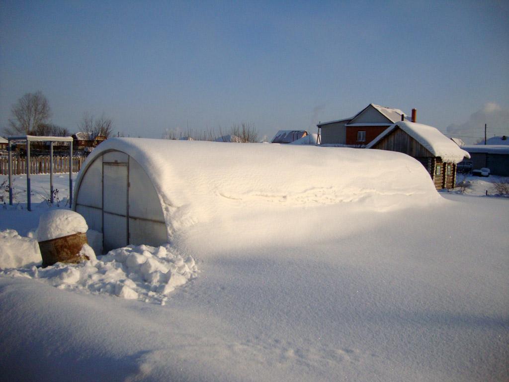 Усиленные теплицы справляются со снеговыми нагрузками