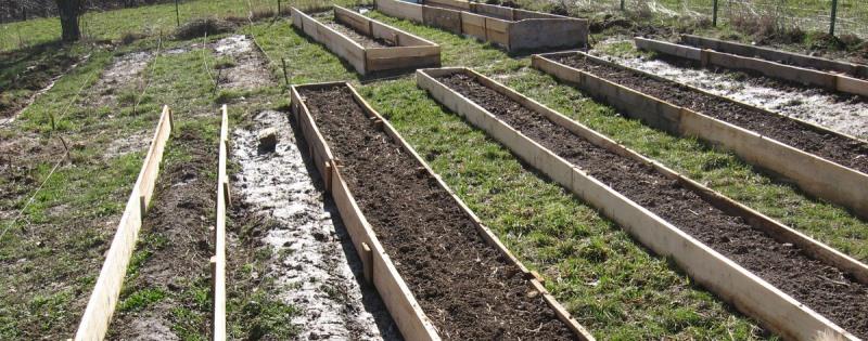 Для огорода с уклоном необходимо использовать ящики-грядки