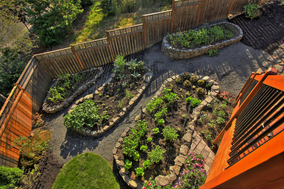 Каменные ограды — простой способ соорудить основу для грядки на неровной местности
