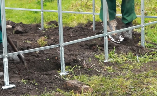 Копаются лунки для грунтозацепов