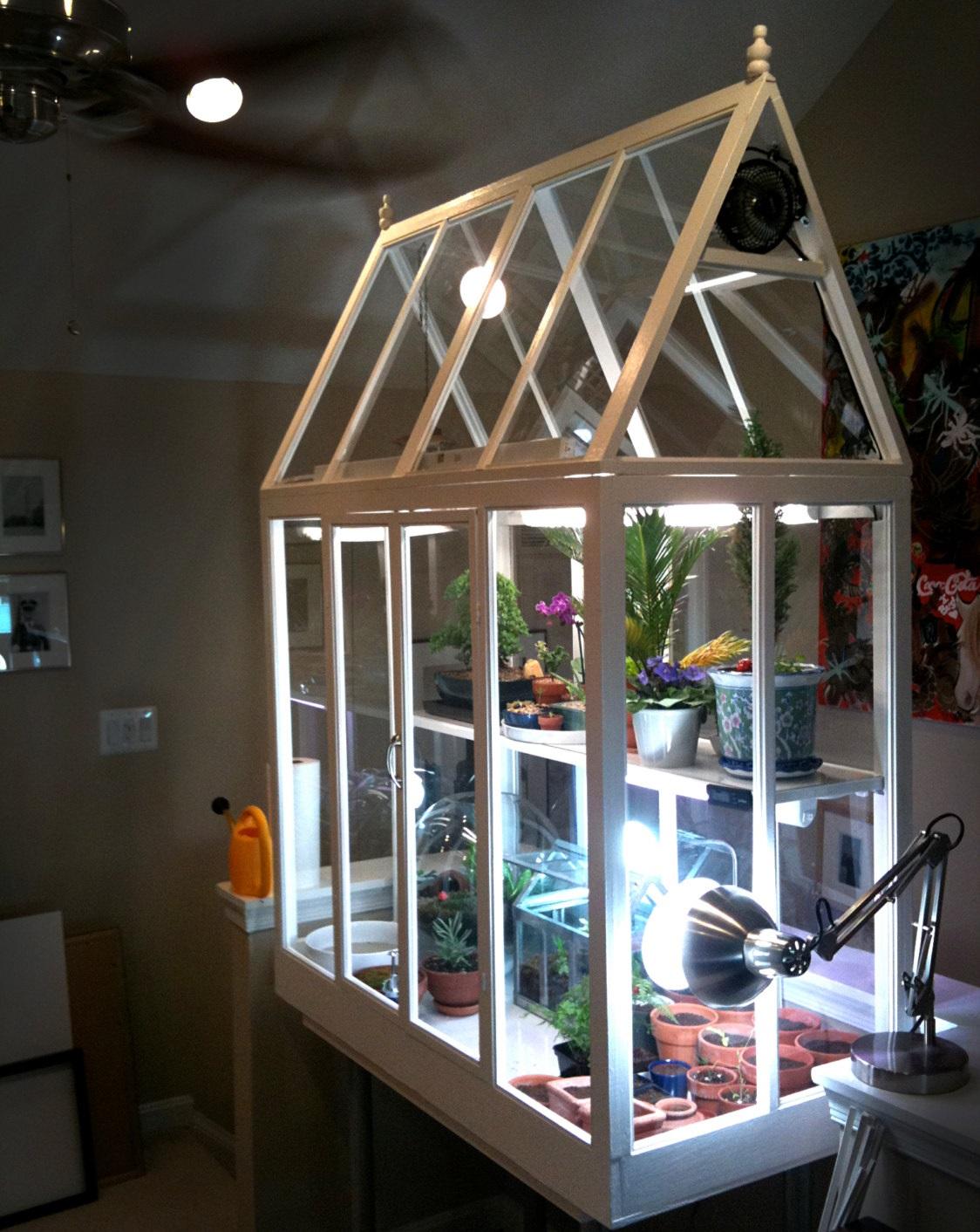 Мини-теплица из дерева и стекла с подсветкой и вентиляцией