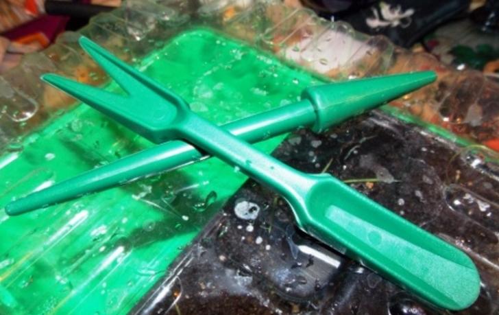 Пластиковый инструмент для пикировки