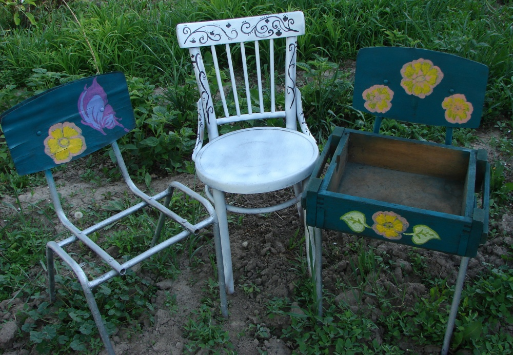 При желании стулья можно расписать
