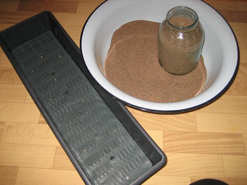 Ящик для рассады и промытый прокалённый речной песок