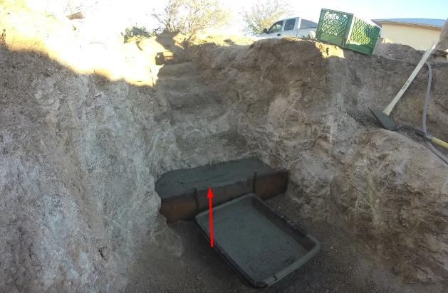 Заливка нижней ступеньки бетоном