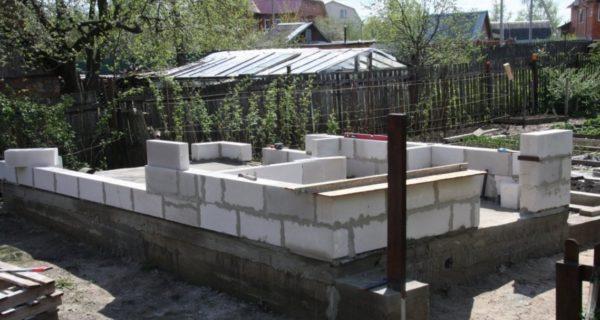 Формирование стен из газосиликатных блоков