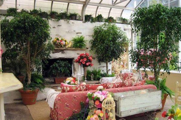 Печь в зимнем саду может быть не только элементом отопительной системы, но и предметом интерьера, украшением для помещения