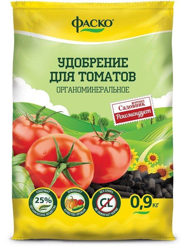 Подкармливание помидор в период роста можно осуществлять не только с использованием навоза, перегноя или компоста, но также и промышленными удобрениями от различных производителей