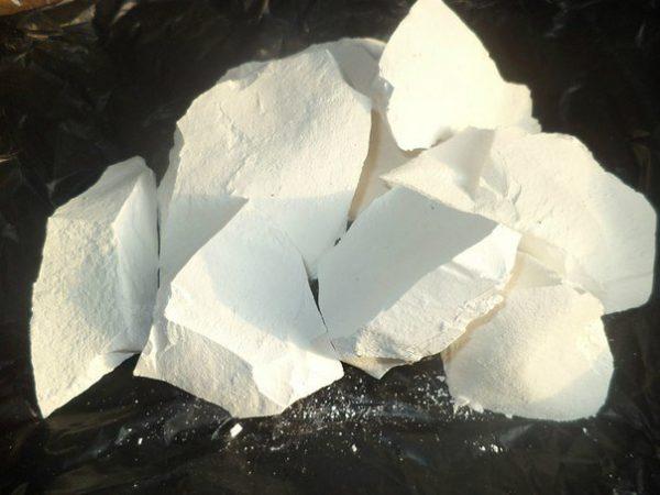 Мел можно использовать как в виде раствора, так и в виде порошка