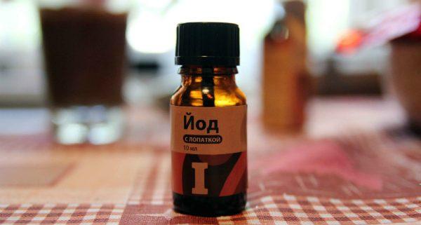Обычный йод, продающийся в любой аптеке, может стать настоящей находкой, послужив отличным удобрением для рассады