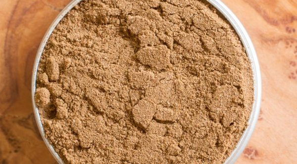 Табачная пыль является эффективным средством для уничтожения луковой мухи