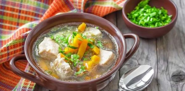 Супы с добавлением корневой петрушки получаются вкусными и ароматными