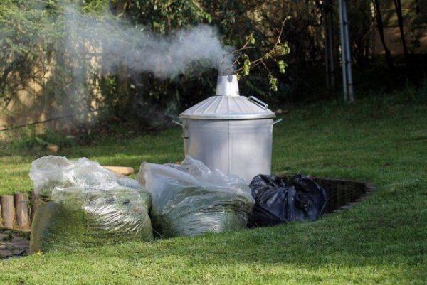 Сжигание мусора в частных домовладениях разрешается в закрытых емкостях из негорючих материалов