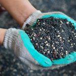 Удобрить почву