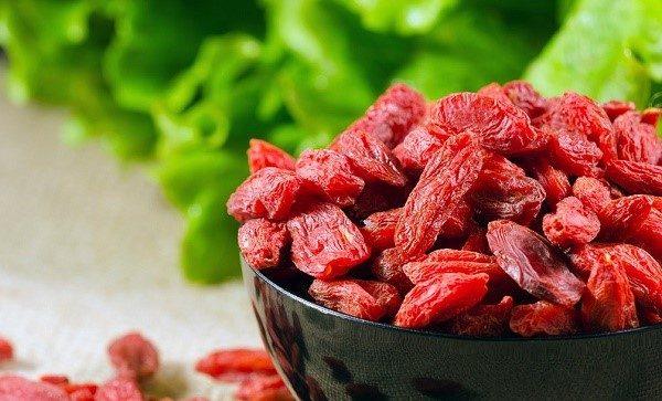 Сбор китайской дерезы осуществляют чаще всего посредством сбивания плодов с ветвей, на которых они висят