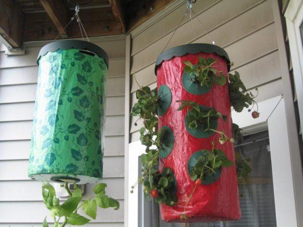 Летом мешки можно разместить на террасе или открытом балконе